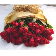 24 red roses hand bunch